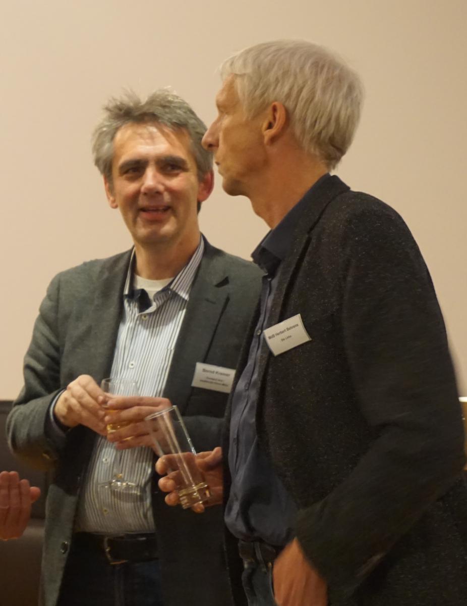 bcs-Vorstand Bernd Kremer (l.) im Gespräch mit MdB Herbert Behrens (r.)
